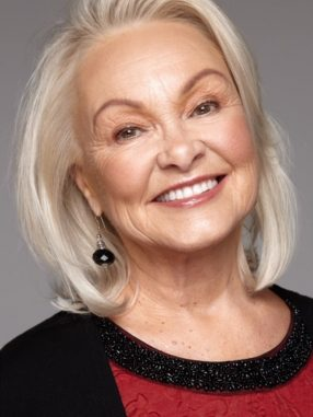 WOMEN AGED 53+ WHO INTEND TO GROW OLDER AS GLAMOROUSLY AS POSSIBLE
